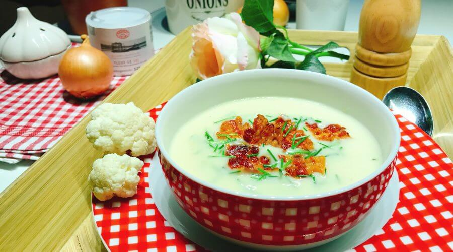 Low Carb Blumenkohlsuppe mit Bacon