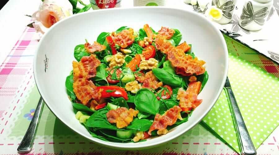 Low Carb Salat mit Bacon
