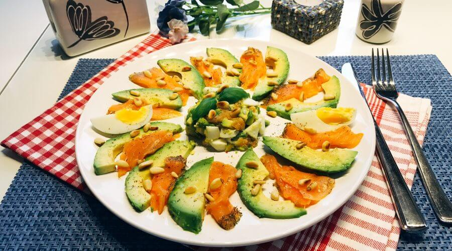 Low Carb Avocado-Salat