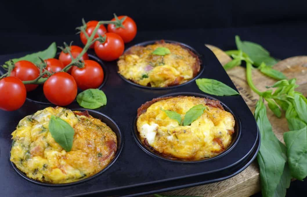 Low Carb Eier-Muffins mit Bacon in der Backform