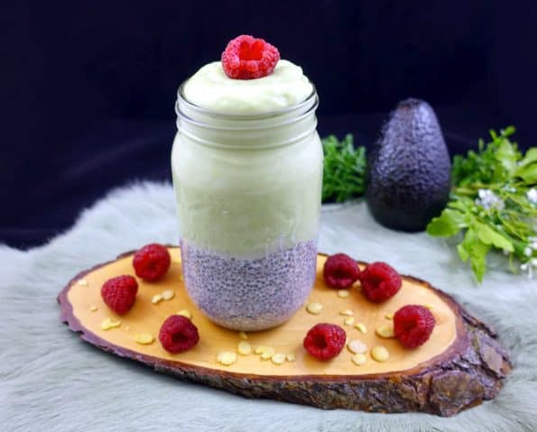 Low Carb Chia-Pudding mit Avocado