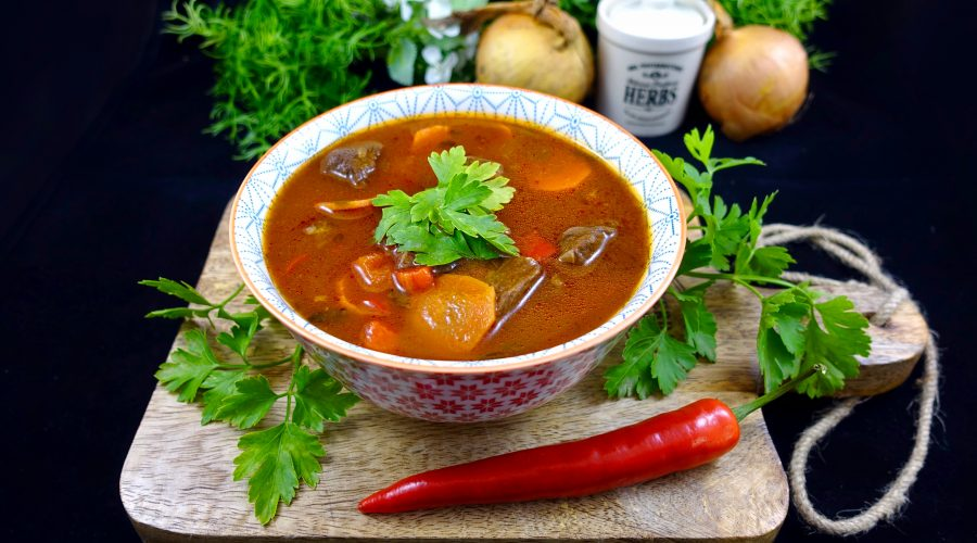 Low Carb Gulaschsuppe